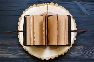 Шкіряний блокнот з Деревом Життя та Мйольніром (коричневий) - Опис