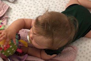 Развивающая игрушка-мячик для малышки - Опис
