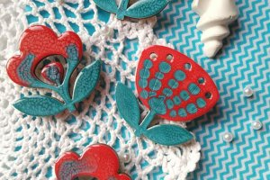 Робота Брошка Квітка чевоно-блакинта або Спогади про море