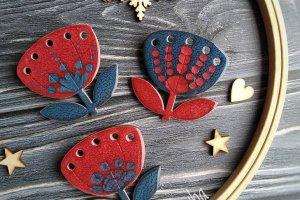 Робота Брошка - квітка темно червона з синім