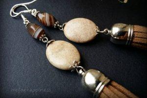 Бежеві сережки зі скам'янілим коралом та китицею - Опис