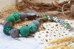 Намисто валяне із шерсті з деревом буси зелені коралі - Опис