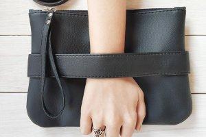 """Черный клатч - сумочка через плечо """"CarryMe"""""""