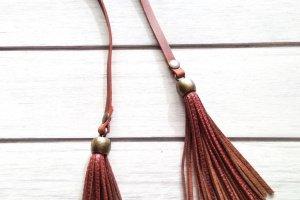 Кожаные украшения для сумок - Опис