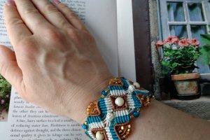 Робота Плетеный браслет с бусинами