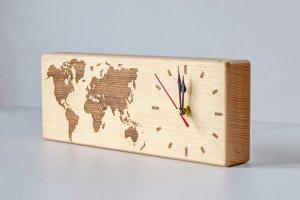 Часы из массива дерева - Опис