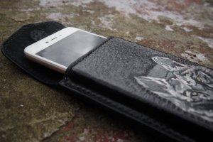 Кожаный чехол на телефон Волк - Опис
