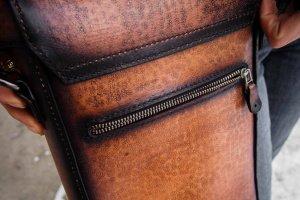 Кожаная сумка через плечо Компас - Опис