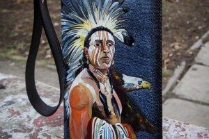 Кожаный кошелек на молнии Индеец - Опис