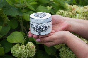 Робота шкатулка для обручальных колец с натуральным мхом
