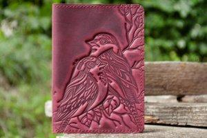 Робота Обложка на паспорт кожаная женская с птичками бордо