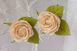 Робота Персиковые розы на резинках