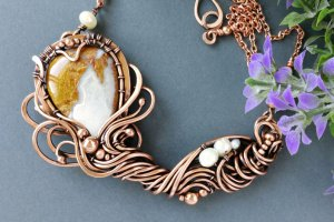 Мідне кольє Квітка з яшмою та річковими перлами - Опис