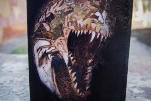 Кожаная обложка на паспорт Тираннозавр - Опис