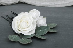 Шпильки для волос с белыми розами и листьями эвкалипта - Опис