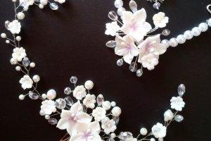 Свадебный браслет и гребень белого цвета - Опис