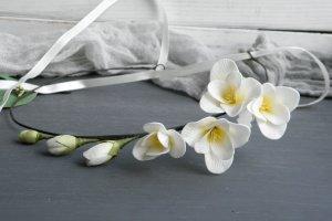 Венок с кремовыми цветами фрезии в прическу невесте - ІНШІ РОБОТИ
