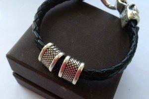Мужской кожаный браслет с черепом - Опис