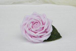 Заколка для волос с розовой розой в прическу - Опис