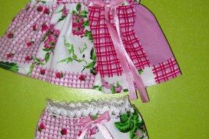 Набор красивой одежды для кукол Алины в рюкзаке.  - Опис
