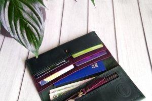 Зелёный кожаный кошелек - Опис