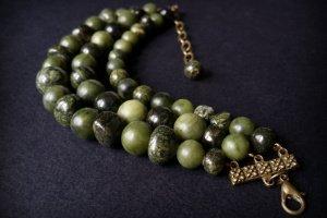Робота Зелений браслет зі змійовика та жадеїту