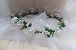 Віночок  з  білими трояндочками