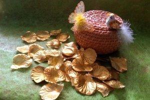 Декоративні пелюстки золоті