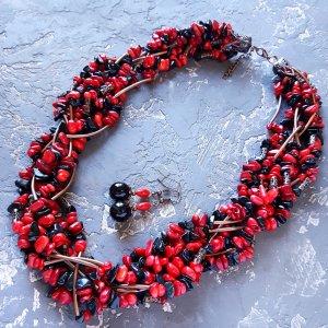 Робота Комплект з натуральних коралів та агатів намисто і сережки