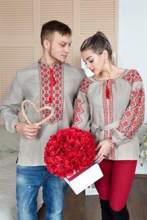 Вышиванка бежевого цвета с красной вышивкой